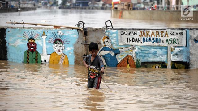 Debit Kali Ciliwung Tinggi Jalan Jatinegara Tergenang Banjir
