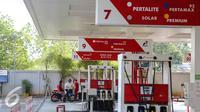 Setelah sempat tertunda peluncurannya, PT Pertamina (Persero) secara mantap akan meluncurkan varian BBM terbaru Pertalite pada 24 Juli 2015 mendatang, Jakarta, Rabu (22/7/2015). (Liputan6.com/Faizal Fanani)