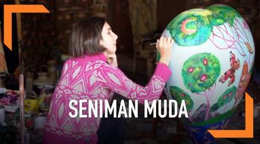 Seorang gadis berusia 12 tahun membuat lukisan yang tampak hidup. Dari lukisan tersebut ia bisa menghasilkan uang Rp 561 juta.