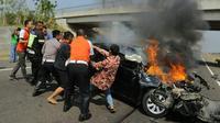 Rombongan Gubernur Anies Baswedan bantu korban kecelakaan  (Dok Tim Gubernur DKI)