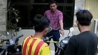 Polisi kini mengejar pimpinan komplotan yang merupakan warga kota Makassar.