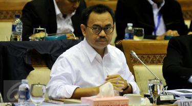 Menteri ESDM, Sudirman Said saat mengikuti rapat kerja dengan Komisi VII DPR RI di Kompleks Parlemen, Senayan, Jakarta, Senin (25/1/2016). (Liputan6.com/Johan Tallo)