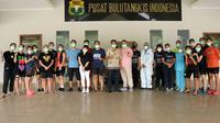 Para atlet bulu tangkis di Pelatnas Cipayung, Jakarta, menjalani swab test, Jumat (4/9/2020). (foto: PBSI)