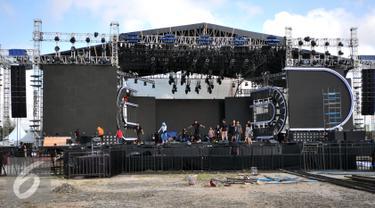 Sebagai stasiun televisi favorit pemirsa Indonesia, SCTV akan menggelar konser musik di malam pergantian tahun di Ancol, Jakarta, Rabu (30/12). Konser musik spesial ini bertajuk 'Move On Party 2016' dan 'Welcome Hope 2016'. (Liputan6.com/Yoppy Renato)