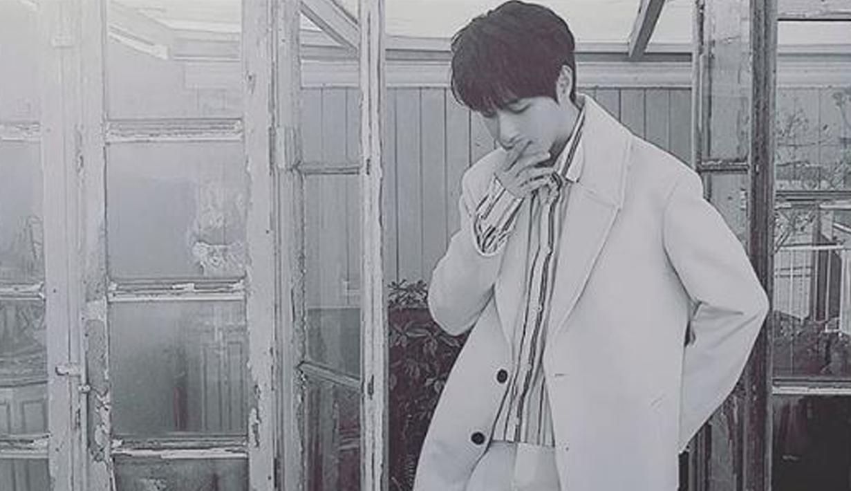 Leader boyband 100% Minwoo ditemukan dalam keadaan tidak bernyawa di kediamannya. Menurut keterangan, pria berusia 33 tahun itu meninggal dunia karena serangan jantung. (instagram.com/sogogijusey)