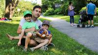 Ayah ini mengajarkan anaknya tentang investasi dan berbagi, di mana caranya mendidik menginspirasi banyak orang (Facebook/Humans of New York)