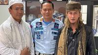 Dua warga binaan Lapas Gunung Sindur, Bogor, yakni Ryan Jombang dan Bahar bin Smith berdamai. (foto: Ditjen PAS)