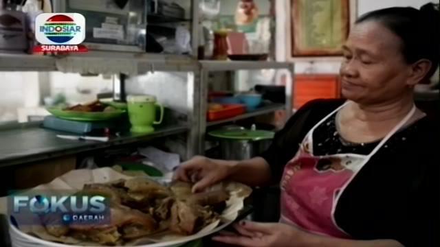 Siapa tak kenal dengan yang namanya rujak? Tentu sudah menggugah selera dengan hanya menyebutkan namanya. Rujak Cingur adalah salah satu makanan khas Surabaya.