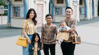 Ruben Onsu dan Sarwendah jalani prosesi adat di Nusa Tenggara Timur untuk adopsi Betrand Peto. (Sumber: Instagram/@ruben_onsu)