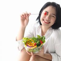 Ada beberapa buah dan sayur yang sebaiknya dimakan mentah./Copyright shutterstock.com