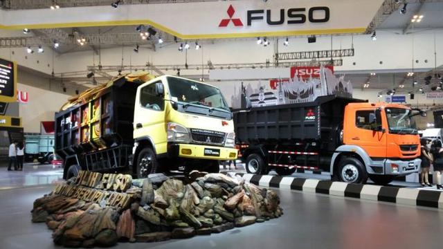 Soal Truk Listrik Mitsubishi Serahkan ke Prinsipal Otomotif