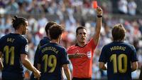 Luka Modric menerima kartu merah saat pertandingan Real Madrid melawan Celta Vigo. (AFP/Miguel Riopa)