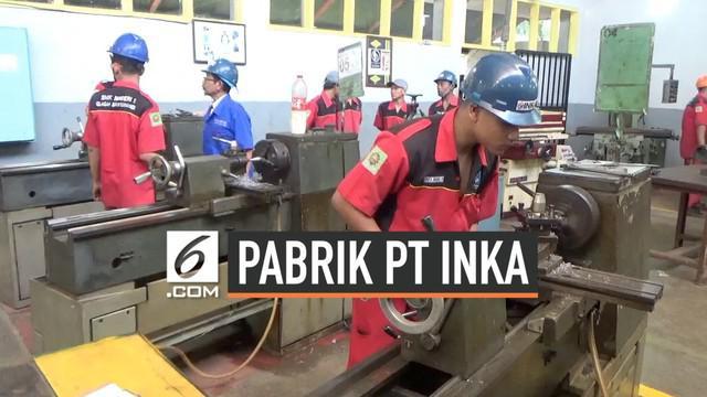 Menteri BUMN Rini Soemarno meninjau perkembangan pembangunan industri kereta api terbesar di Asia Tenggara di Banyuwangi, Jawa Timur pada Rabu (17/7) siang.
