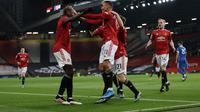 Para pemain Manchester United merayakan keberhasilan cetak gol ke gawang Brighton di ajang Liga Inggris, Senin (05/04/2021) dini hari WIB. (PHIL NOBLE / POOL / AFP)
