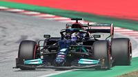 Pembalap Mercedes asal Inggris Lewis Hamilton memacu mobilnya pada sesi kualifikasi di Sirkuit Red Bull Ring di Spielberg, Austria, 26 Juni 2021, menjelang F1GP Austria. (ANDREJ ISAKOVIC / AFP)