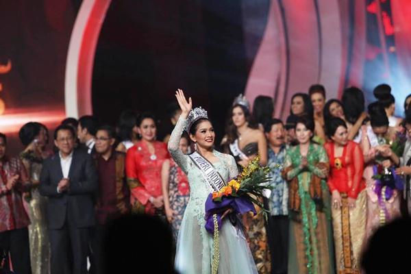 Mahkota Puteri Indonesia yang akhirnya jatuh pada Anindya Kusuma Putri | Photo: Copyright Doc vemale.com