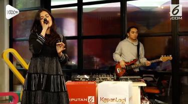 Raisa dan Dipha Barus tampil di KLY Lounge dan membawakan single terbaru mereka My Kind of Crazy.