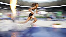 Pelari Kenya, Beatrice Chepkoech, saat beraksi pada nomor 3000m halang rintang Kejuaraan Atletik Intenasional di Stadion Olympic, Jerman, Minggu (13/9/2020). (AFP/Odd Andersen)