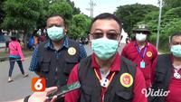 Kegiatan rapid test massal Badan Intelijen Negara (BIN) terus berlanjut di wilayah Surabaya, Jawa Timur. Di halaman Masjid Al Akbar, Surabaya, Jawa Timur ini ratusan orang antre menunggu giliran untuk menjalani rapid test