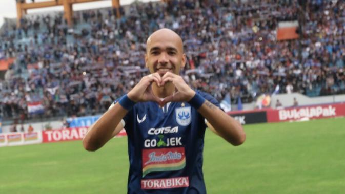 Bruno Silva, belum memastikan masa depan di PSIS Semarang. (Bola.com/Vincentius Atmaja)
