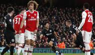 Bek Brighton & Hove Albion Adam Webster (dua dari kanan) merayakan gol ke gawang Arsenal pada laga Liga Inggris di Emirates Stadium, Kamis (5/12/2019) atau Jumat dini hari WIB. (AP Photo/Frank Augstein)