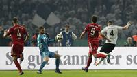 Pemain Eintracht Frankfurt, Antonio Rebic (4), mencetak dua gol ke gawang Bayern Munchen pada final DFB Pokal di Berlin, Minggu (20/5/2018) dini hari WIB. (AP Photo/Michael Sohn)