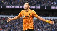 3. Raul Jimenez - Pemain asal Meksiko ini mampu memberikan kontribusi besar bagi lini depan Wolves. Jimenez telah menyumbangkan 22 gol dan 10 assist dari 44 penampilannya bersama Wolves sepanjang musim 2019/20. (AFP/Daniel Leal-Olivas)