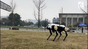 Bukan hanya mengangkat beban hingga 20 kg, robot anjing ini juga bisa melompat dan memanjat tangga.