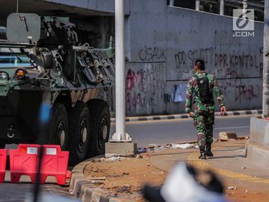 Mobil taktis barracuda TNI disiagakan di sekitar Gedung DPR/MPR RI, Jakarta, Selasa (1/10/2019). Pengamanan ekstra tersebut dilakukan jelang pelantikan anggota DPR RI periode 2019-2024. (Liputan6.com/Faizal Fanani)