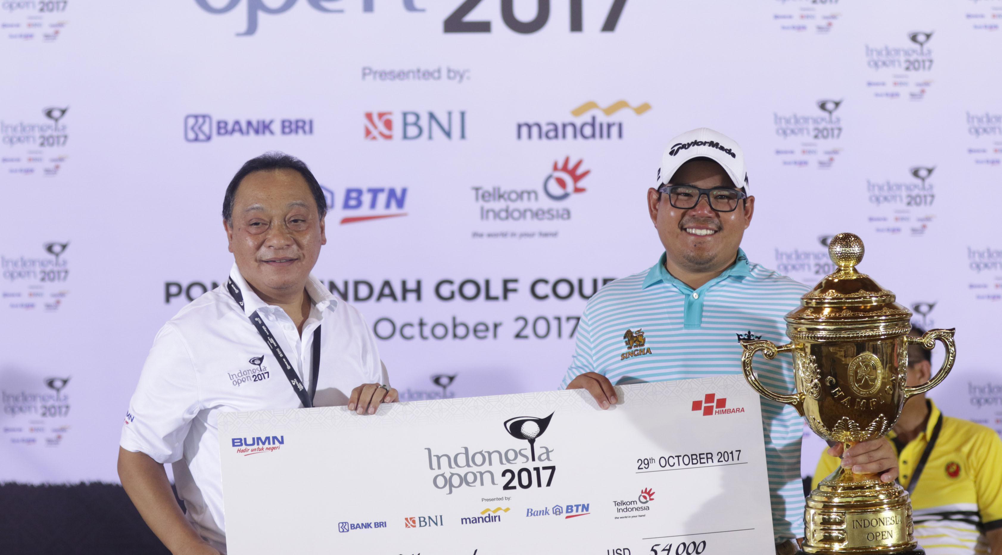 Ketua Umum Himbara Maryono saat penyerahan gelar Indonesia Open Golf Tournament 2017. (Liputan6.com/ Helmi Fithriansyah)