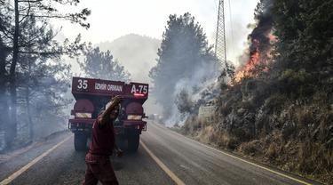 FOTO: Kebakaran Hutan di Turki Terus Berlanjut
