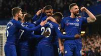 Para pemain Chelsea merayakan gol ke gawang Brighton. (AFP/Glyn Kirk)