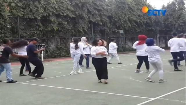 Pembuatan video klip lagu tersebut mendapat peringatan dari Panwas Kabupaten Sidoarjo