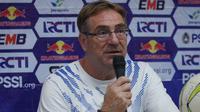Pelatih Persib Bandung Robert Rene Alberts mengaku memetik pelajaran dari laga kontra Borneo FC. (Huyogo Simbolon)
