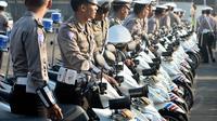 Kamis (3/7/14), puluhan anggota polri saat apel kesiapan kepolisian dalam mempersiapkan Operasi Ketupat 2014 di Jakarta. (Liputan6.com/Faizal Fanani)
