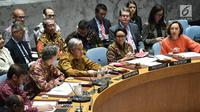 Menteri Luar Negeri RI Retno Marsudi (dua kanan) memperhatikan Sekjen PBB Antonio Guterres (tengah) memaparkan keterangan saat sidang Dewan Keamanan PBB di New York, Amerika Serikat, Selasa (7/5/ 2019). Sidang ini dipimping langsung oleh Retno Marsudi. (Liputan6.com/Pool/Kemenlu)