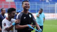 Dian Agus Prasetyo (baju hitam) pahlawan Persela Lamongan di fase penyisihan Piala Presiden 2019. (Bola.com/Iwan Setiawan)