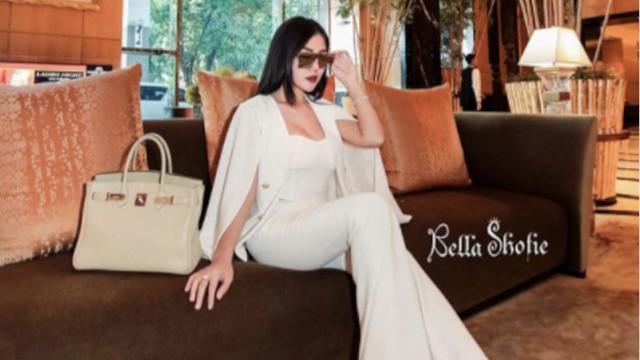 Bella Shofie dikenal sebagai selebriti yang gemar tampil glamour, yuk cek penampilannya.