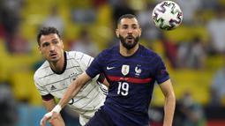 Karim Benzema. Striker Timnas Prancis ini sudah mencetak 27 gol dan 19 assist dalam 84 caps untuk Les Bleus. Namun belum satu gol pun dicetaknya dalam 7 laga di ajang Euro yang diikutinya, yaitu Euro 2008, Euro 2012 dan Euro 2020 ini. (Foto: AP/Pool/Matthias Schrader)