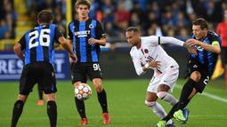 PSG langsung menekan melalui Neymar dan mendominasi permainan di awal laga, namun Brugge cukup sigap untuk merapatkan pertahanan. (Foto: AFP/John Thys)