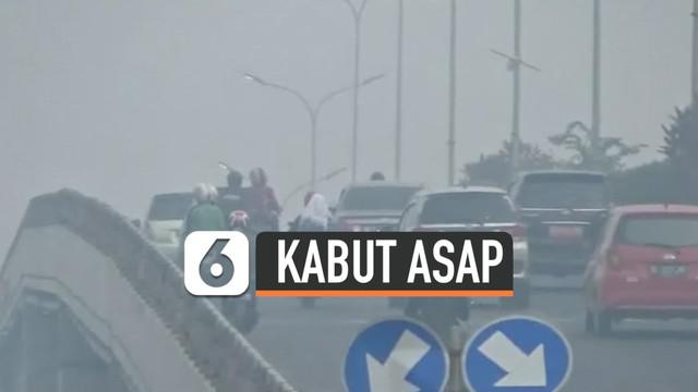 Kualitas udara di Kota Palembang, Sumatra Selatan, sempat berada di level berbahaya, Rabu (2/10/2019) pagi. Ini disebabkan kebakaran hutan dan lahan di sejumlah wilayah Sumatra Selatan yang saat ini masih terus terjadi.
