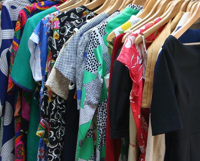 Baju atau barang yang sudah tak terpakai bisa dijual lagi./Copyright pixabay.com