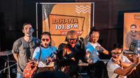 Empat bintang Gundala, Abimana Aryasatya, Hannah Al Rashid, Kelly Tandiono, Dimas Danang menyapa masyarakat Jakarta di Stasiun MRT Dukuh Atas, Jumat (26/7/2019). (Screenplay Films/BumiLangit)