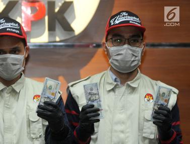 OTT KPK Muara Enim, Petugas Tunjukkan Uang Suap Ribuan Dollar AS