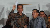 Presiden terpilih Joko Widodo dan Jusuf Kalla di Rumah Transisi saat mengumumkan postur kabinet (Liputan6.com/Herman Zakharia)