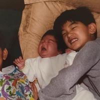 Eric Nam bukan lahir di Korea, cowok ganteng ini lahir di Atlanta, Georgia. Dan ia merupakan anggota dari Atlanta Boy Choir. (Foto: allkpop.com)
