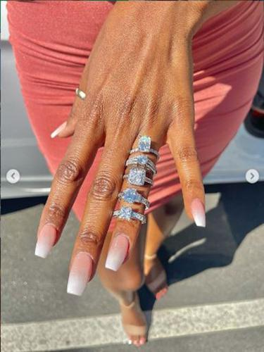 Melamar dengan 5 cincin