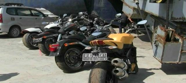 Selain delapan mobil, Komisi Pemberantasan Korupsi (KPK) juga menyita delapan sepeda motor mewah termasuk empat sepeda motor Harley Davidson.