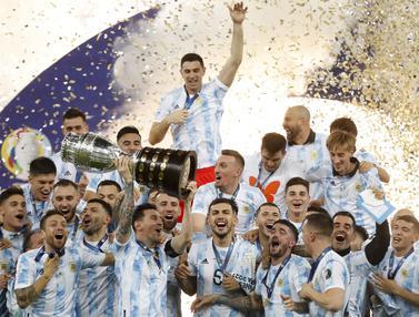 Foto Copa America: Argentina Rebut Trofi Copa America 2021 setelah Tumbangkan Juara Bertahan Brasil di Stadion Maracana