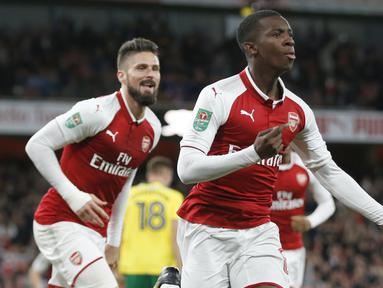 Pemain Arsenal, Eddie Nketiah merayakan golnya ke gawang Norwich City pada laga Piala Liga Inggris di Emirates Stadium, London, (24/10/2017). Arsenal menang 2-1. (AP/Alastair Grant)